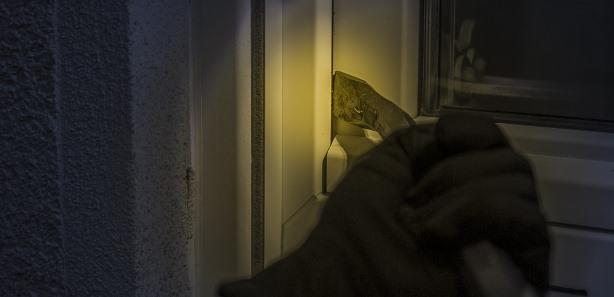 einbruch tuer fenster polizei zuhause sicher tresor safe kaufen