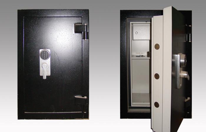 Die Tresoröffnung, auch wenn sie Notöffnung genannt wird, muss nicht gewaltsam sein. Die Öffnung von Tresorschloss und Tür ist mit dem richtigen Fachwissen und Werkzeug ohne Schaden am Tresor zu verursachen möglich. Tresor Schlüsseldienst