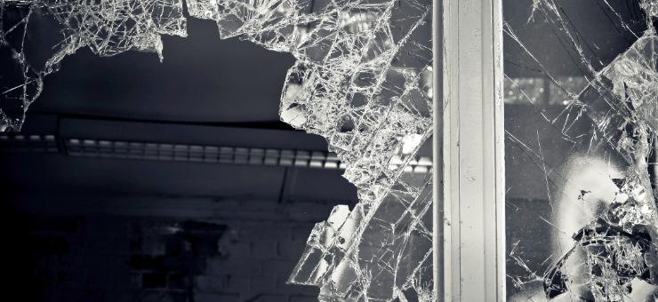 Was taugt normale Fensterfolie als Einbruchschutz? Diese Frage bekommt hier eine Antwort. Zudem finden Sie Hinweise zu Sicherheitsfolie / Splitterschutzfolie gegen Einbrüche und Tresore für Ihre Wertsachen!